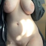 It's so chilly in here! 🥶 Let's hope a shower warms me up! [f22]