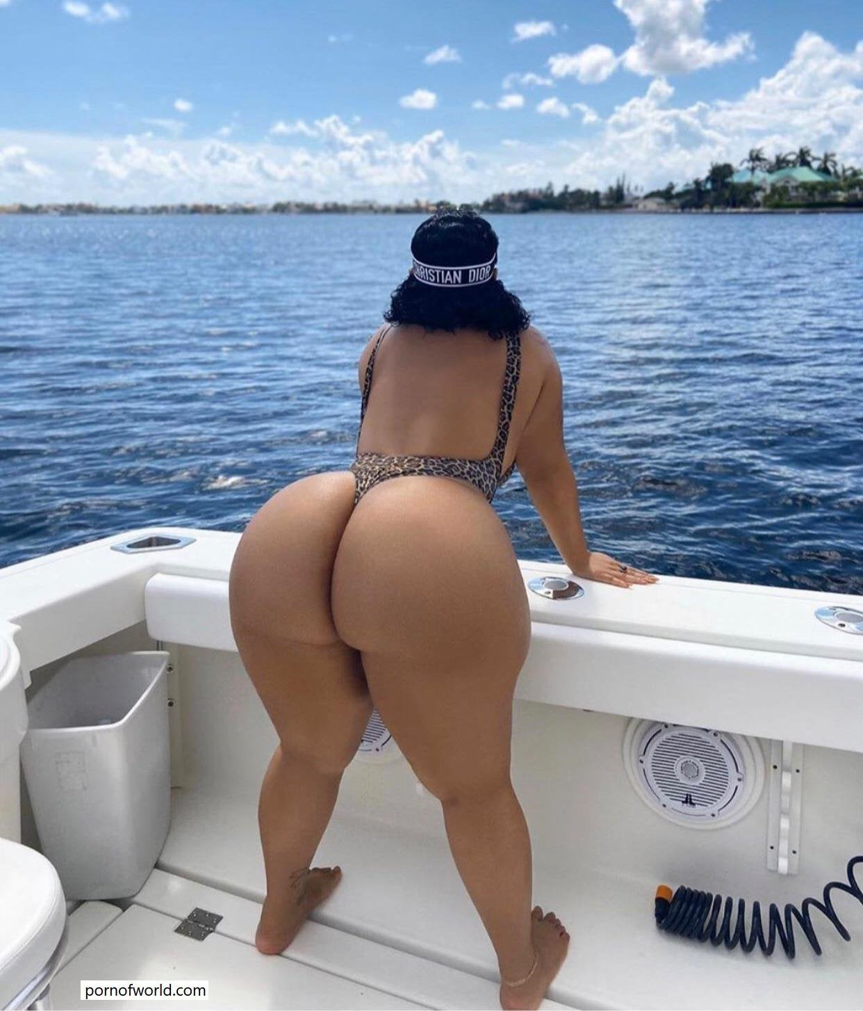 Huge ass on a yacht! [pic]